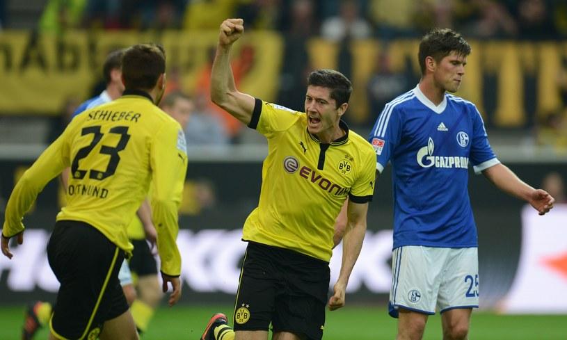 Robert Lewandowski strzelił gola w meczu z Schalke /AFP