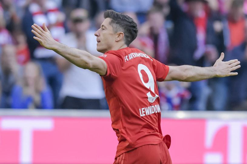 Robert Lewandowski świętujący kolejny rekord /GUENTER SCHIFFMANN /AFP