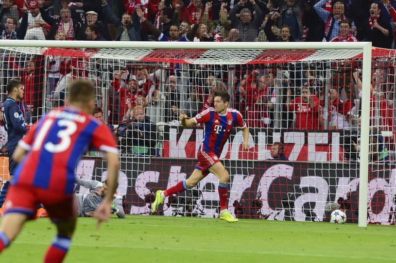 Robert Lewandowski świętuje zdobycie gola /AFP
