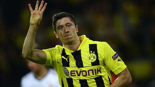 Robert Lewandowski tu jeszcze w koszulce Borussii Dortmund /AFP