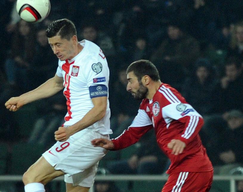 Robert Lewandowski w akcji podczas listopadowego meczu z Gruzją /AFP