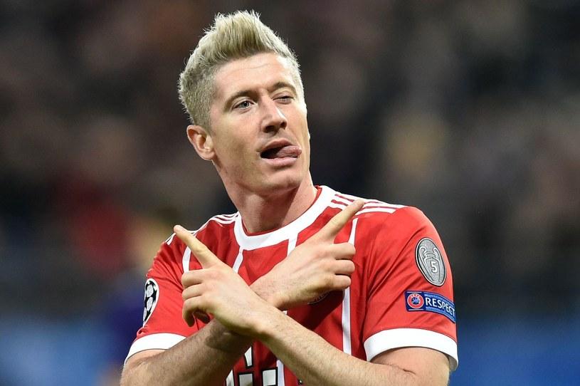 Robert Lewandowski w blond włosach /AFP
