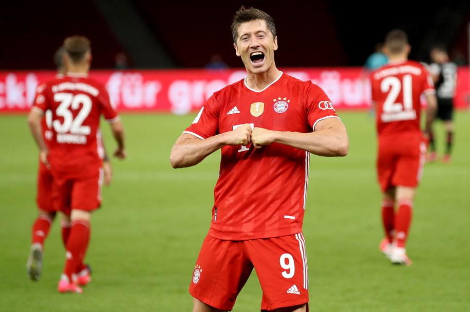 Robert Lewandowski w czasie meczu finałowego Pucharu Niemiec między Bayernem Monachium i Bayerem Leverkusen /ALEXANDER HASSENSTEIN / POOL /PAP/EPA