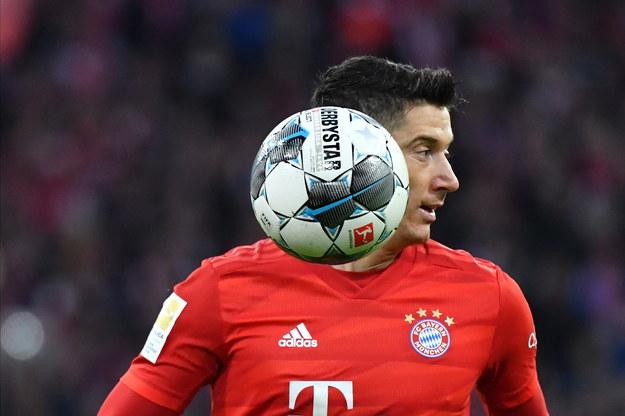 Robert Lewandowski w czasie sobotniego meczu Bayernu Monachium z VfL Wolfsburg, bezpośrednio po którym poddał się operacji pachwiny /Philipp Guelland /PAP/EPA
