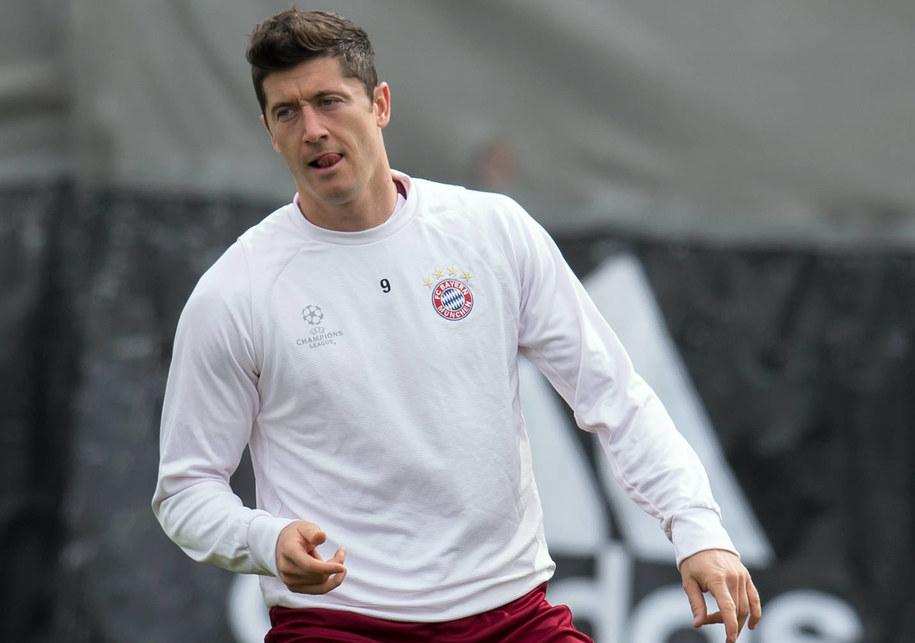 Robert Lewandowski w czasie treningu dzień przed starciem Bayernu Monachium z Realem Madryt w ćwierćfinale Ligi Mistrzów. Polak rozpoczął trening z zespołem, ale po 20 minutach zszedł do szatni /SVEN HOPPE/dpa /PAP