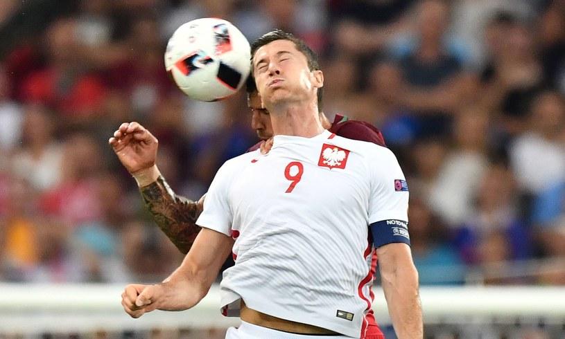 Robert Lewandowski w meczu Polski z Portugalią (Euro 2016) /AFP