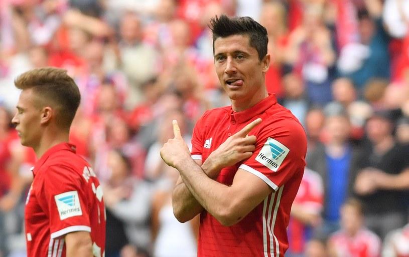 Robert Lewandowski w meczu z Augsburgiem /JOERG KOCH /PAP/EPA
