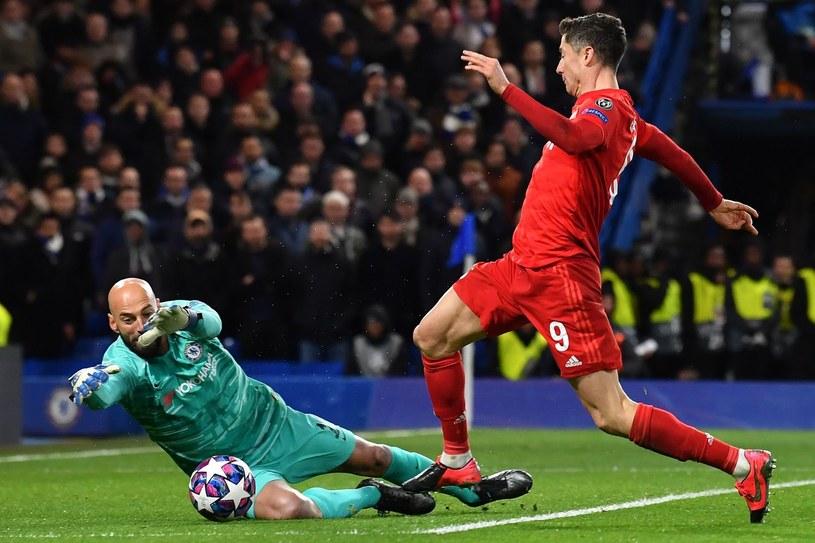 Robert Lewandowski w meczu z Chelsea /AFP