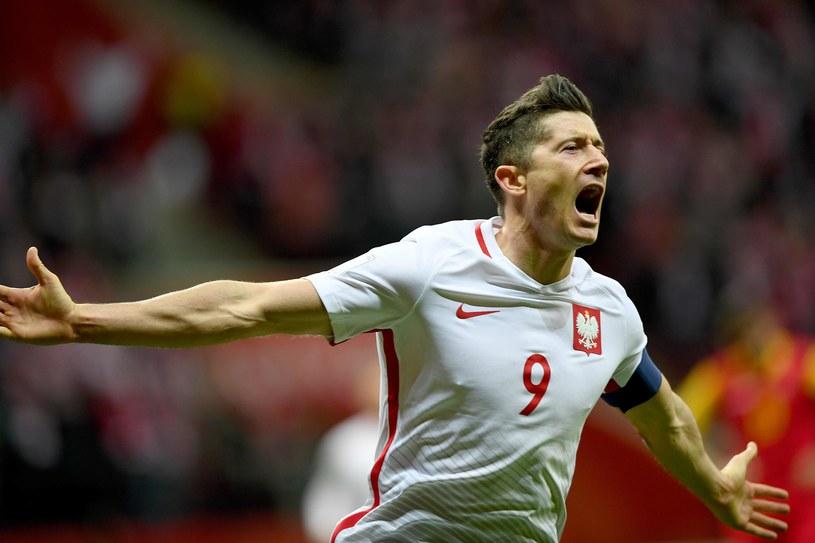 Robert Lewandowski w meczu z Czarnogórą (4-2) /AFP