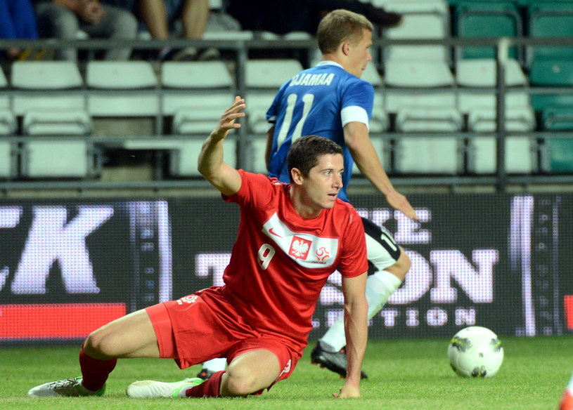 Robert Lewandowski w meczu z Estonią /Fot. Radek Pietruszka /PAP