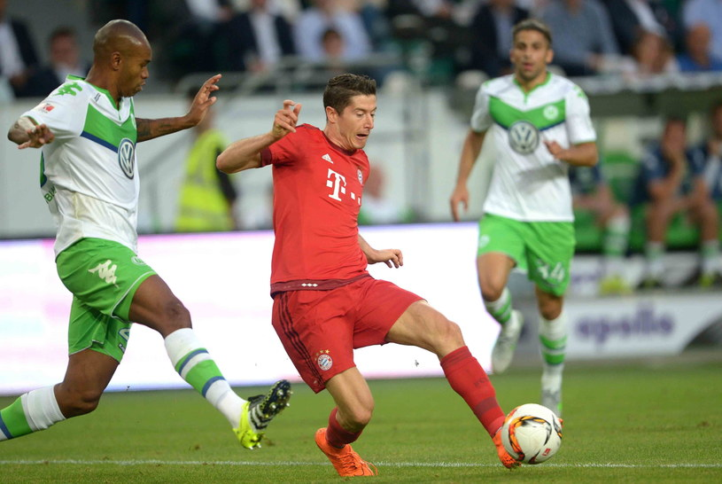 Robert Lewandowski w meczu z VfL Wolfsburg o Superpuchar Niemiec /PAP/EPA