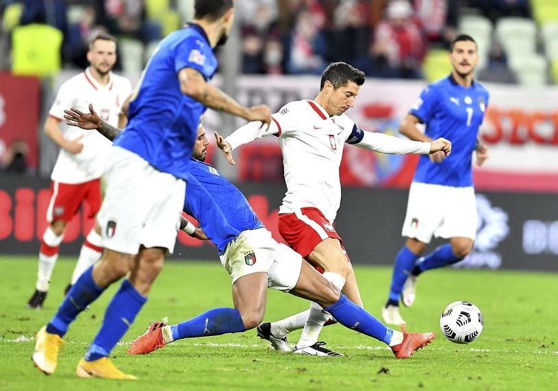 Robert Lewandowski w meczu z Włochami / Adam Warżawa    /PAP