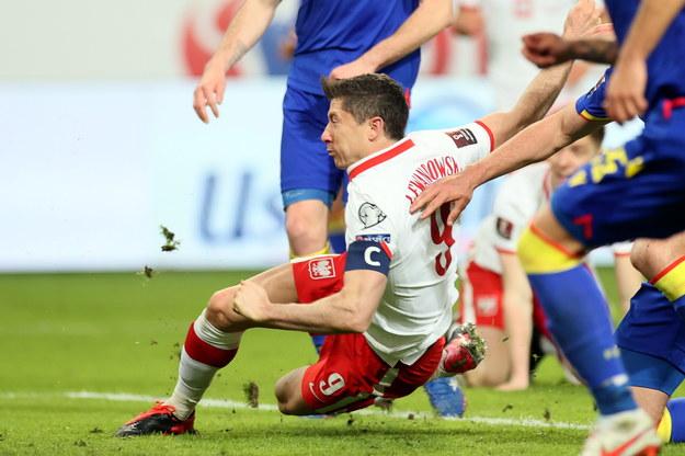 Robert Lewandowski w niedzielnym meczu reprezentacji Polski z drużyną Andory w eliminacjach MŚ 2022 / Leszek Szymański    /PAP