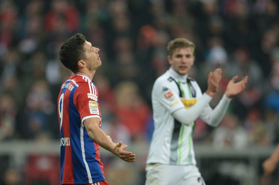 Robert Lewandowski w przegranym meczu Bayernu Monachium z Borussią Moenchengladbach /Andreas Gebert /PAP/EPA