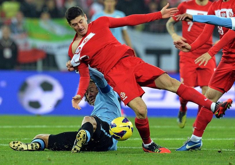 Robert Lewandowski w reprezentacji Polski ma mało wsparcia w ofensywie /AFP