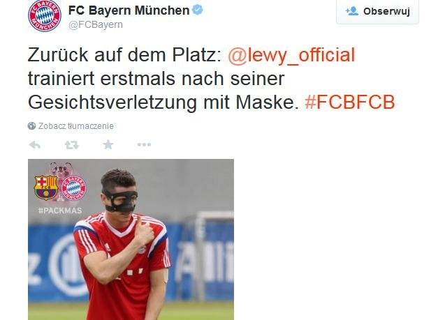 Robert Lewandowski w specjalnej masce; źródło: konto Bayernu na Twitterze /
