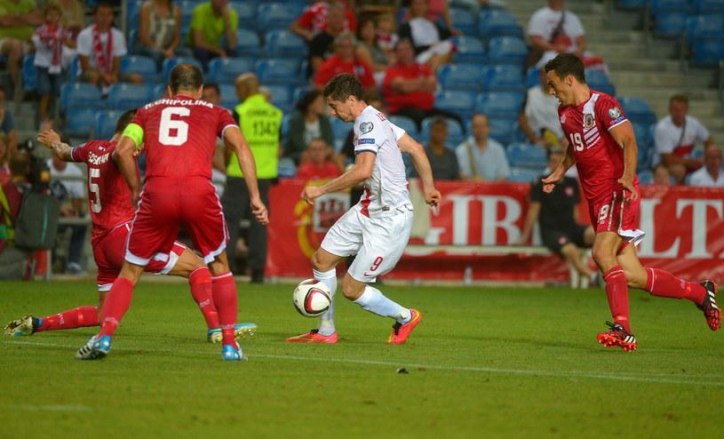 Robert Lewandowski (w środku) w meczu z Gibraltarem /Bartłomiej Zborowski /PAP