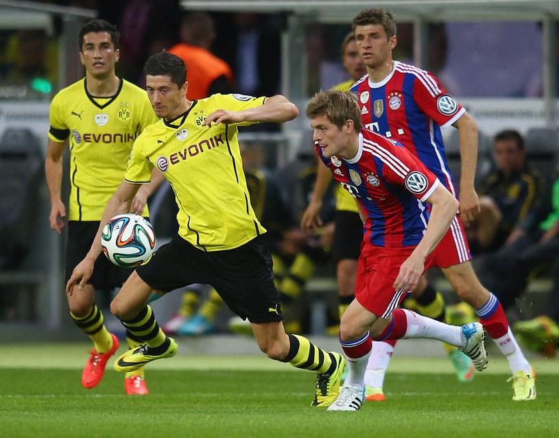 Robert Lewandowski (w żółtym stroju, na pierwszym planie) /Alex Grimm /Getty Images