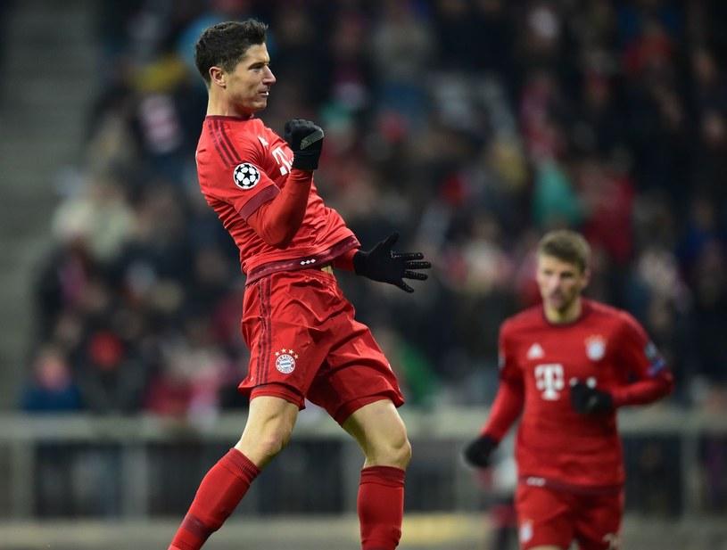 Robert Lewandowski walczy o transfer lub nowy kontrakt w Bayernie /AFP