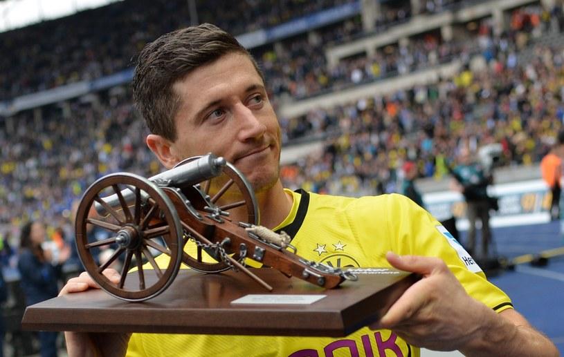 Robert Lewandowski z armatą, nagrodą dla najlepszego strzelca Bundesligi /AFP
