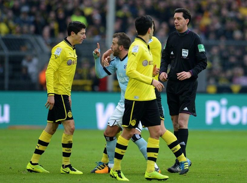 Robert Lewandowski (z lewej) i Rafael van der Vaart (w środku) podczas ostatniego meczu Borussii z Hamburgerem SV /AFP