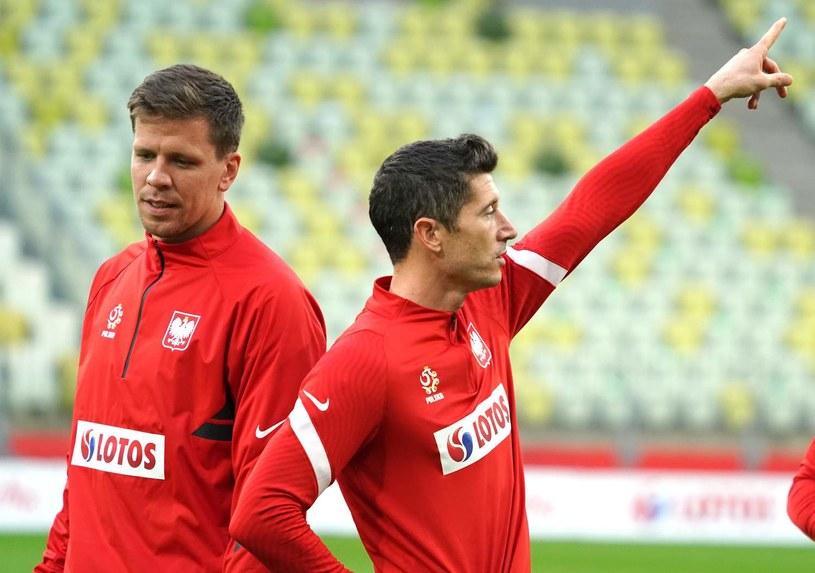 Robert Lewandowski (z prawej) i Wojciech Szczęsny na stadionie w Gdańsku /AFP