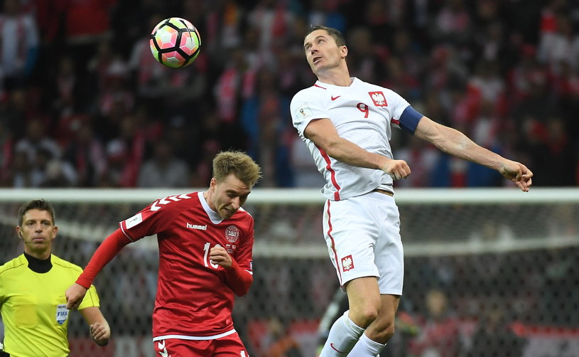 Robert Lewandowski (z prawej) popisał się hat-trickiem w meczu z Danią /Fot. Bartłomiej Zborowski /PAP