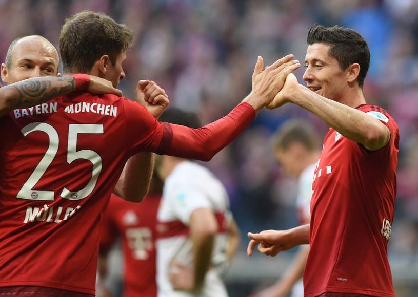 Robert Lewandowski (z prawej) strzelił 29 goli /AFP