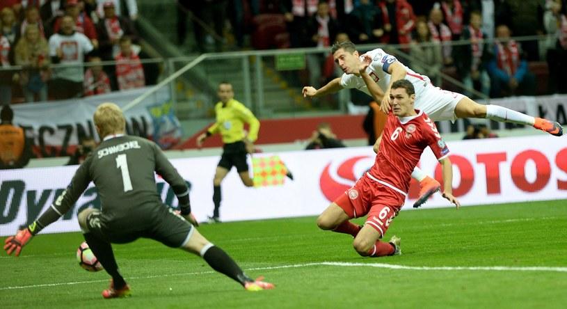 Robert Lewandowski zdobywa trzeciego gola /AFP