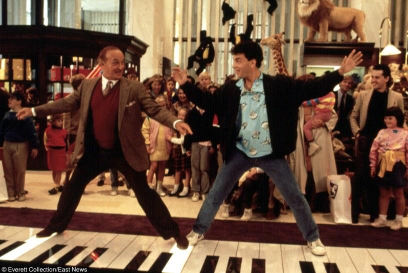 "Robert Loggia i Tom Hanks w filmie ""Duży"" /Everett Collection /East News"