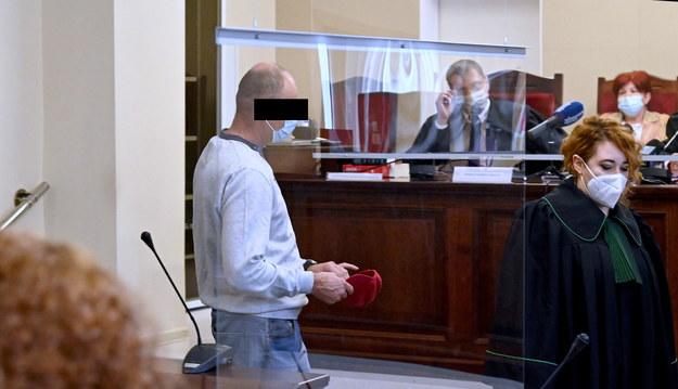 Robert M. przed szczecińskim sądem / Marcin Bielecki    /PAP