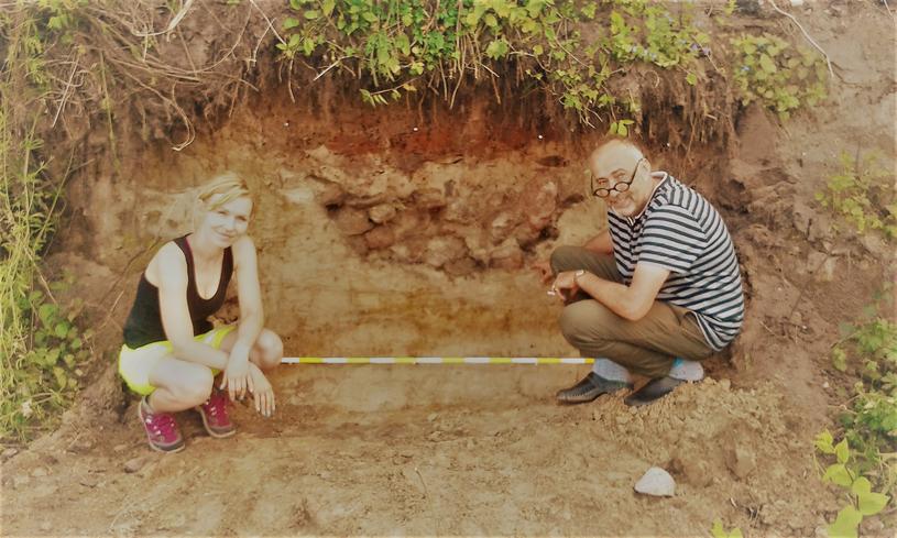 Robert Maziarz wraz z prowadzącą badania archeolog dr Martą Chmiel-Chrzanowską /Odkrywca