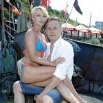 Robert Moskwa pozuje z młodą partnerką