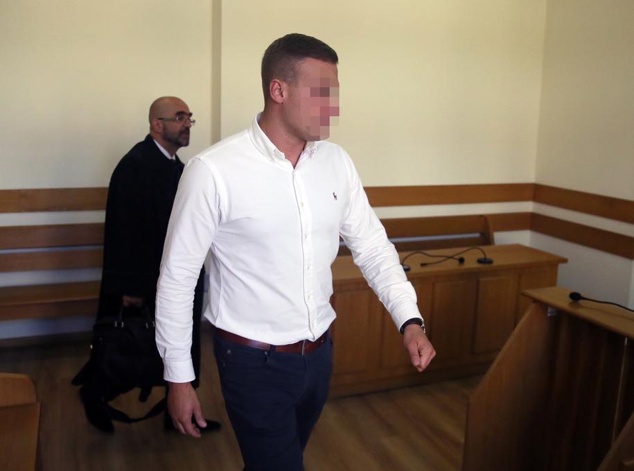"""Robert N. """"Frog"""" na sali rozpraw w Sądzie Rejonowym dla Warszawy Mokotowa we wrześniu 2016 roku /Tomasz Gzell   /PAP"""