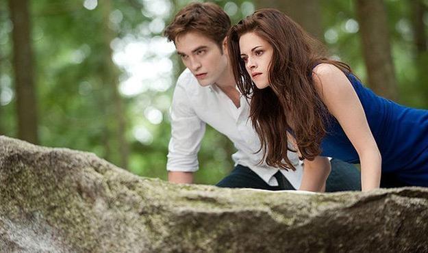 """Robert Pattinson i Kristen Stewart w filmie """"Saga 'Zmierzch': Przed świtem. Część 2"""" /materiały dystrybutora"""