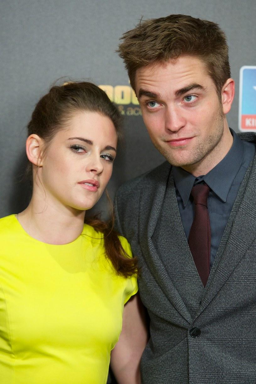 Robert Pattinson wyśmiał fryzurę Kristen Stewart! /Carlos Alvarez /Getty Images