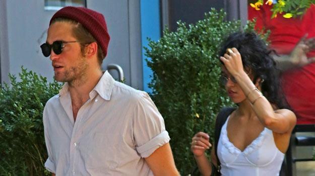 Robert Pattinson ze swą dziewczyną, piosenkarką FKA twigs /Splashnews