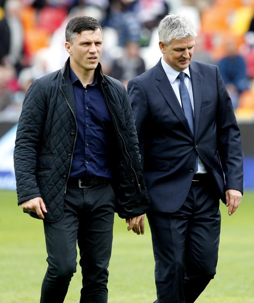 Robert Podoliński (z lewej) z trenerem Wisły Dariuszem Wdowczykiem /Fot. Andrzej Grygiel /PAP