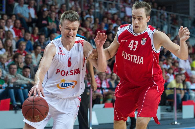 Robert Skibniewski (z lewej) w meczu z Austrią /Fot. Maciej Kulczyński /PAP