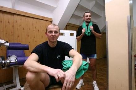 Robert Sycz (na pierwszym planie), z tyłu Tomasz Kucharski /Agencja Przegląd Sportowy