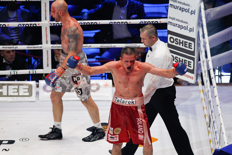 Robert Talarek podczas walki z Norbertem Dąbrowskim /fot. GRZEGORZ RADTKE / 058sport.pl  /Newspix