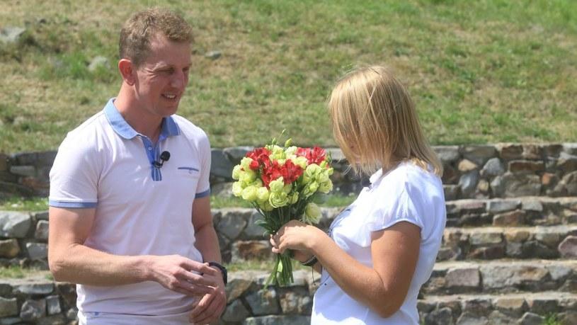 Robert wciąż obdarowuje Agnieszkę kwiatami /Facebook
