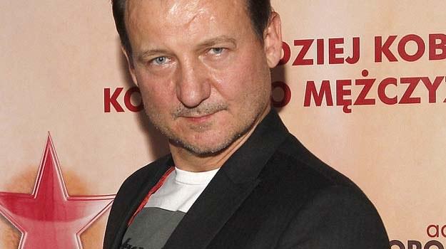 """Robert Więckiewicz na premierze filmu """"Baby sa jakies inne"""" /AKPA"""