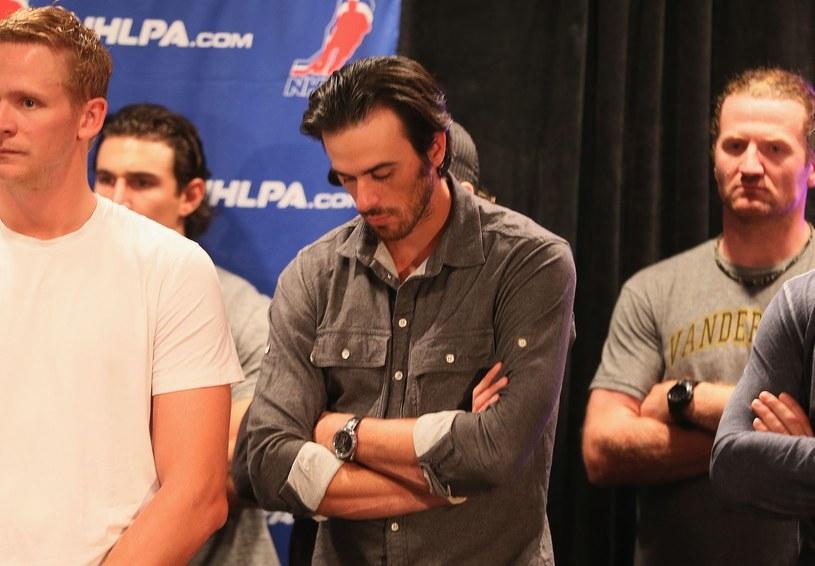 Roberto Luongo (w środku, Vancouver Canucks) i jego koledzy czekają na start rozgrywek /AFP