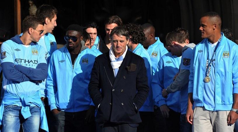 Roberto Mancini ze swoimi piłkarzami /AFP