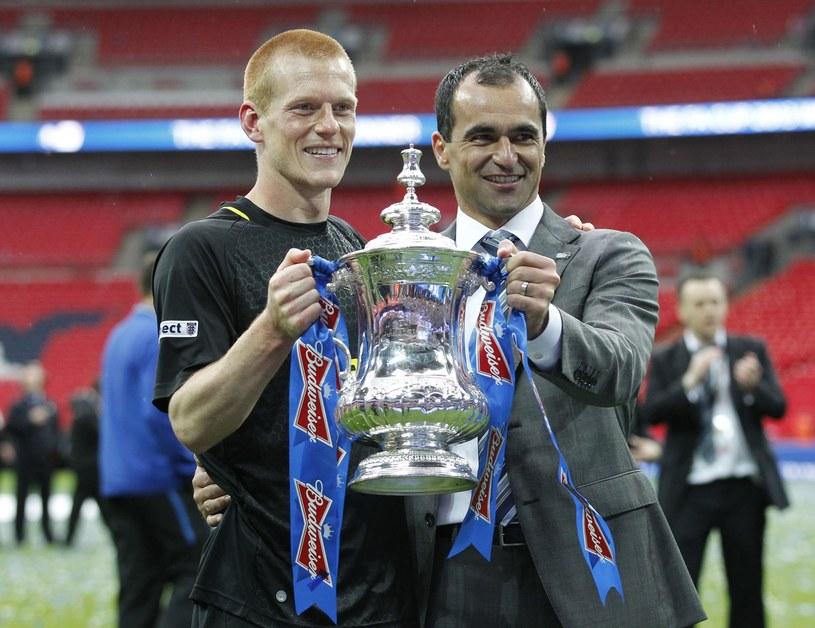 Roberto Martinez i strzelec zwycięskiego gola dla Wigan Ben Watson cieszyli się w sobotę ze zdobycia Pucharu Anglii /AFP