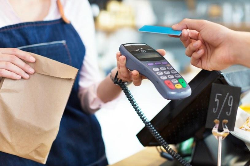 Robienie zakupów wymaga strategii /123RF/PICSEL