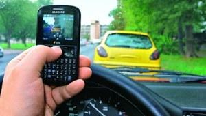 Robienie zdjęć komórką podczas jazdy niedozwolone?