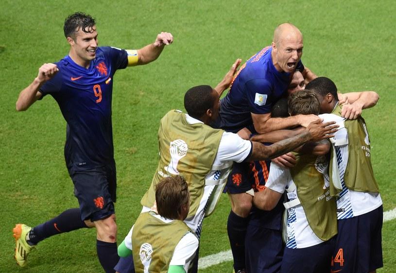 Robin van Persie i Arjen Robben poprowadzili Holandię do zwycięstwa /AFP