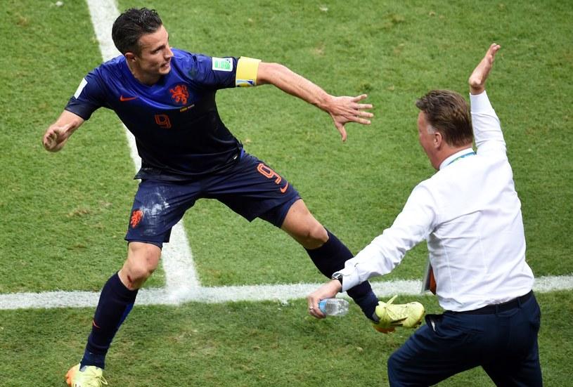 Robin van Persie i Louis van Gaal triumfują /AFP